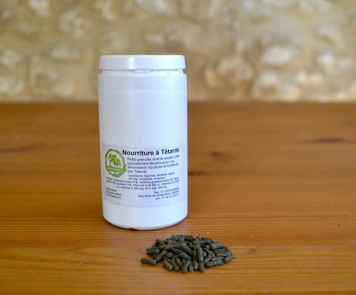 Boite de nourriture à dendrobates sous forme de petits granulés proposés par Dendroworld. Photo : Philippe Royer