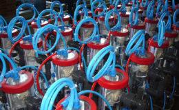 Les réacteurs à calcaire de la nouvelle gamme Jetstream Pico, montrés ici en fin de chaîne de production, sont particulièrement compacts et conviennent pour les aquariums récifaux jusqu'à 500 litres. Photo : Schuran Seawater Equipment