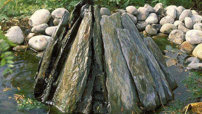 Aujourd'hui, le bassin de modeste taille n'est plus synonyme de « peu de moyens ». Au contraire, il traduit la volonté d'exprimer un morceau de nature dans les plus petites configurations possibles. Photo : Aqua Press
