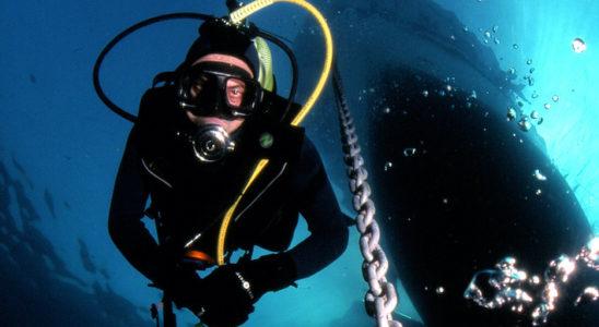 La meilleure source d'inspiration est l'exemple que suggère la nature. La grotte sous-marine se mérite, qu'elle soit sous les flots ou dans l'aquarium : elle nécessite quelques coups de palmes pour le plongeur ou quelques efforts particuliers pour l'aquariophile qui souhaite l'admirer dans son salon. Photo : Gilles Gras