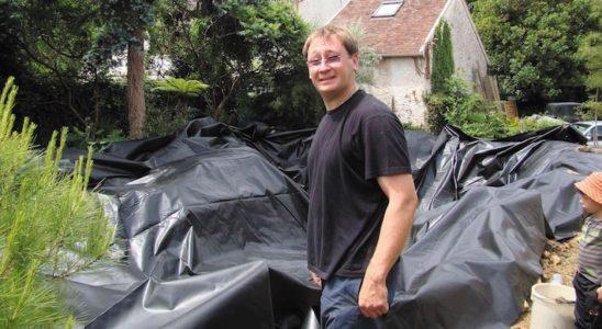 Olivier Kenaip est ici en pleine action, lors de l'installation d'un bassin de jardin. Photo : D.R.